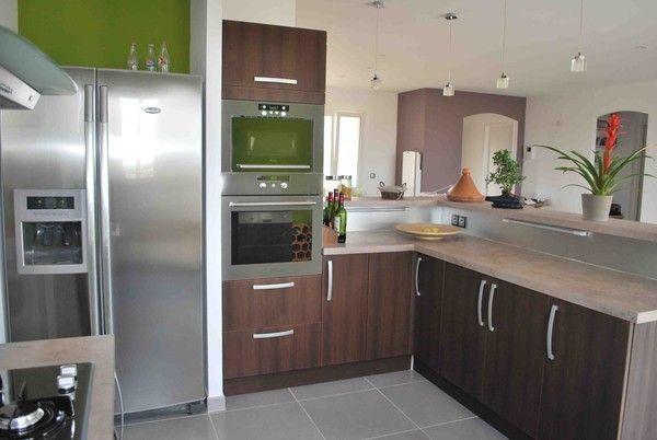 cuisine fonctionnelle spacieuse. Black Bedroom Furniture Sets. Home Design Ideas